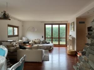 Villa singola in complesso privato con grazioso giardino di 400 mq.