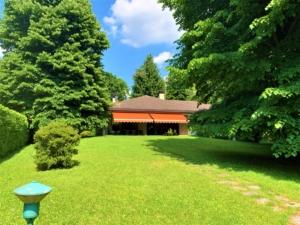 Villa adiacente ai campi da tennis in vendita a Carimate
