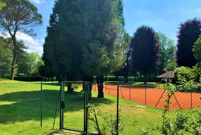 Villa adiacente ai campi da tennis in vendita a Carimate da Immobiliare Castello